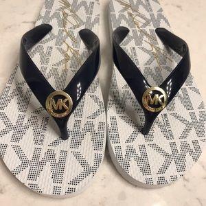 NWOT Michael Kors women's flip flops size 8